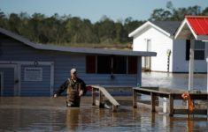 Anthony Branch carries belongings from his home as flood waters rise after Hurricane Matthew in Lumberton, North Carolina October 9, 2016. REUTERS/Chris Keane